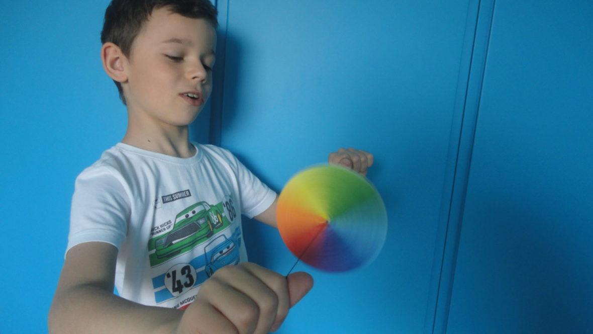 Kolorowy spinner - kręcenie