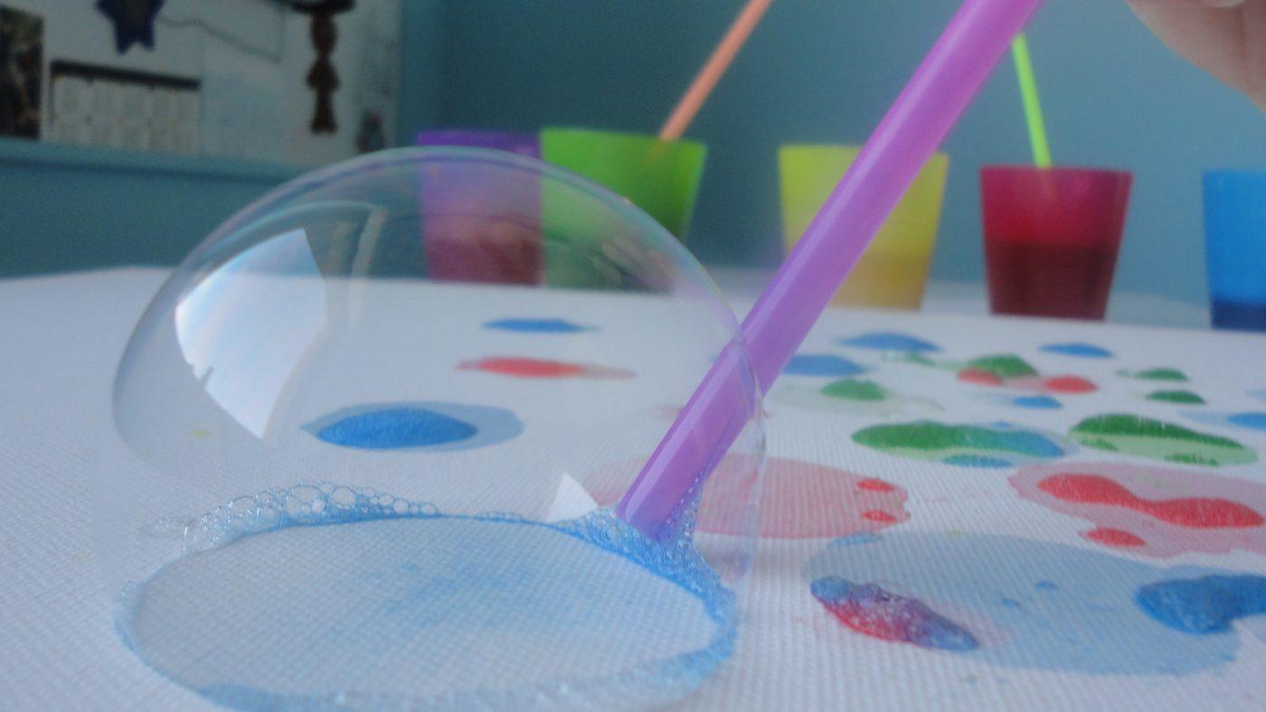 Kolorowe bańki mydlane